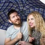 初デートの相合傘で距離が縮まる!?女性との距離で判断する3つのポイント
