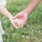 キスしたいなら手をつなげ!?付き合う前のデートで手をつなぐ4つのステップ