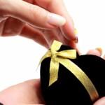 プロポーズの時に5万円以内で買える安物の婚約指輪はあり!?